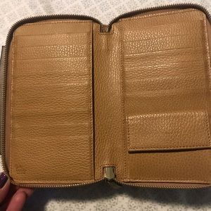 Gucci 321117 Tan Textured Leather Wallet Clutch